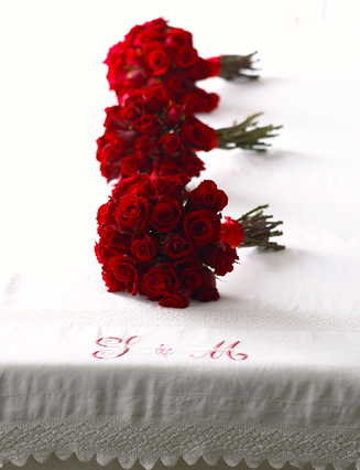 3 red flower bouquet